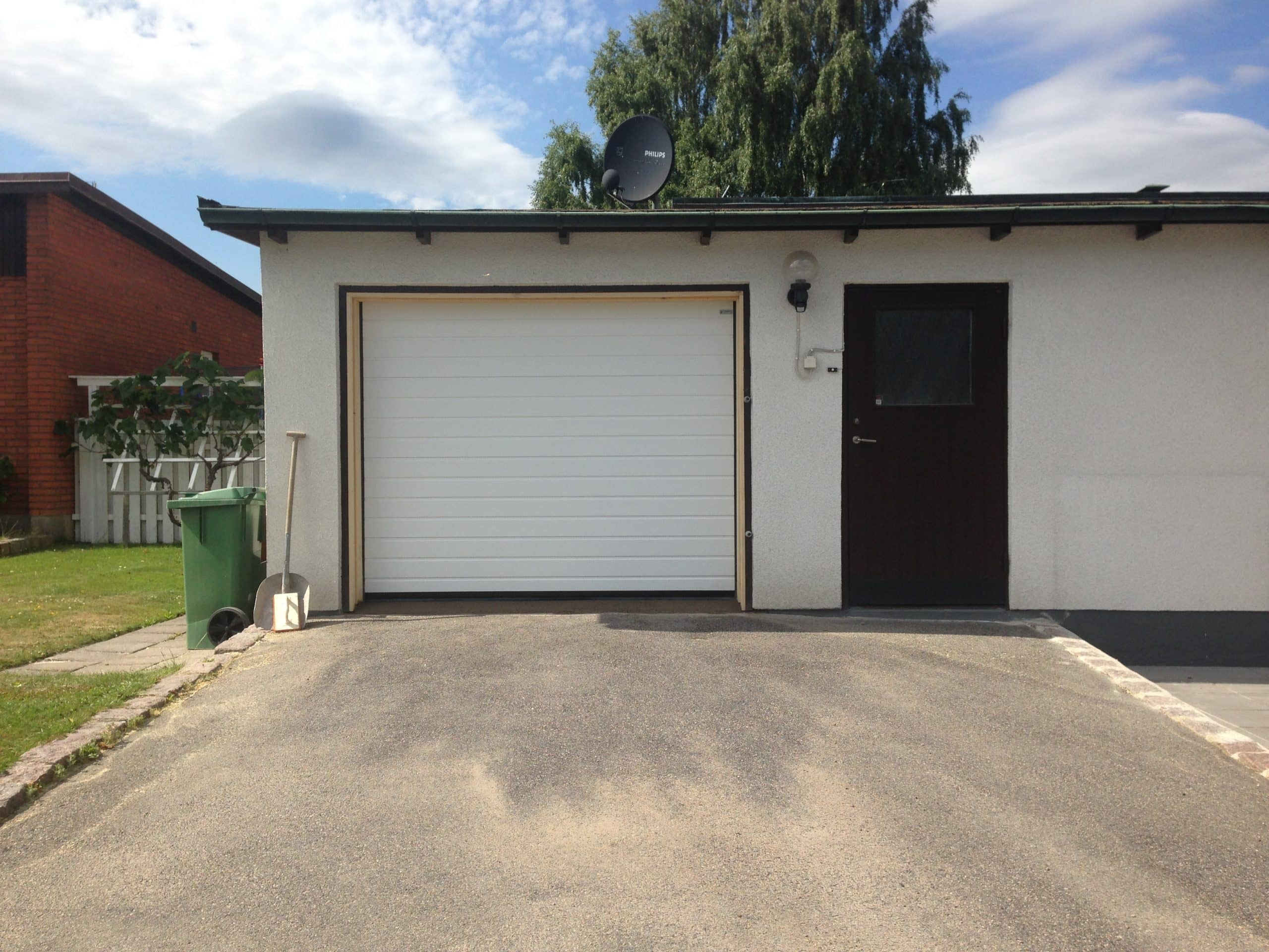 garageport sommar scaled Sunsafe https://sunsafe.se/produkter/garageportar/